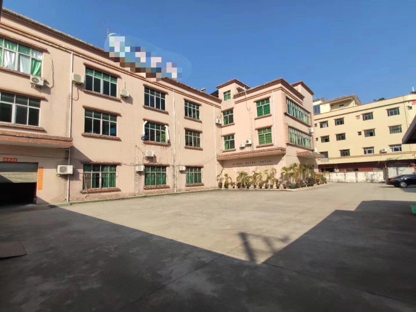 独门独院5600平方三层带现成办公室只要16块钱