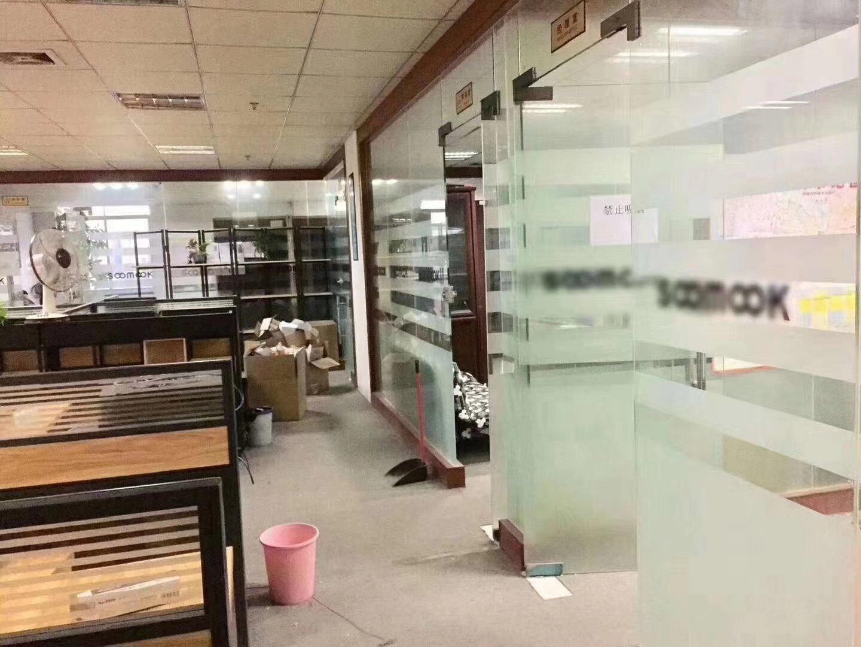 沙井宝安大道后亭地铁站附近:楼上1300平带精装修,现成家具