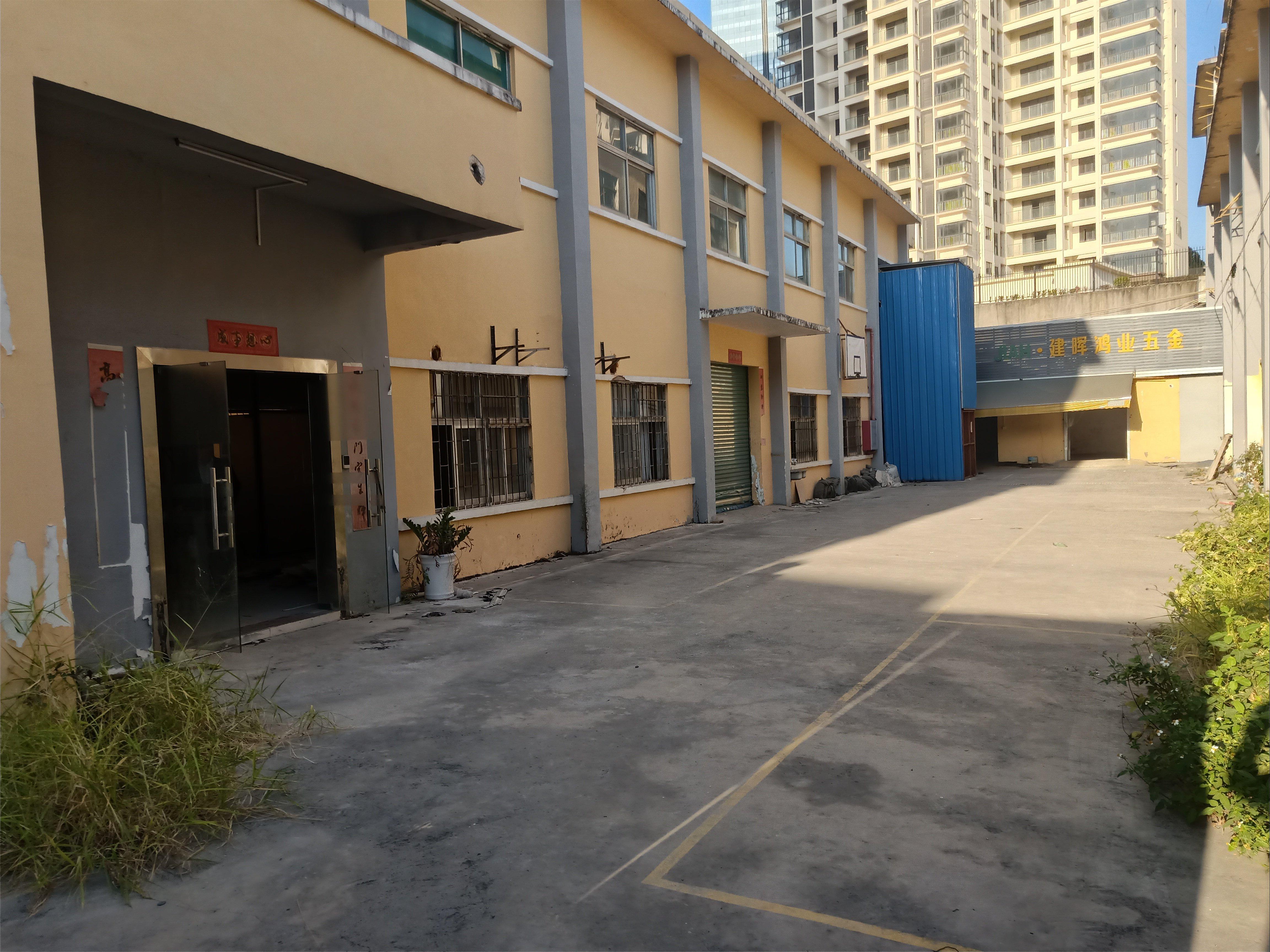 平湖新木独门独院1600平方出租。