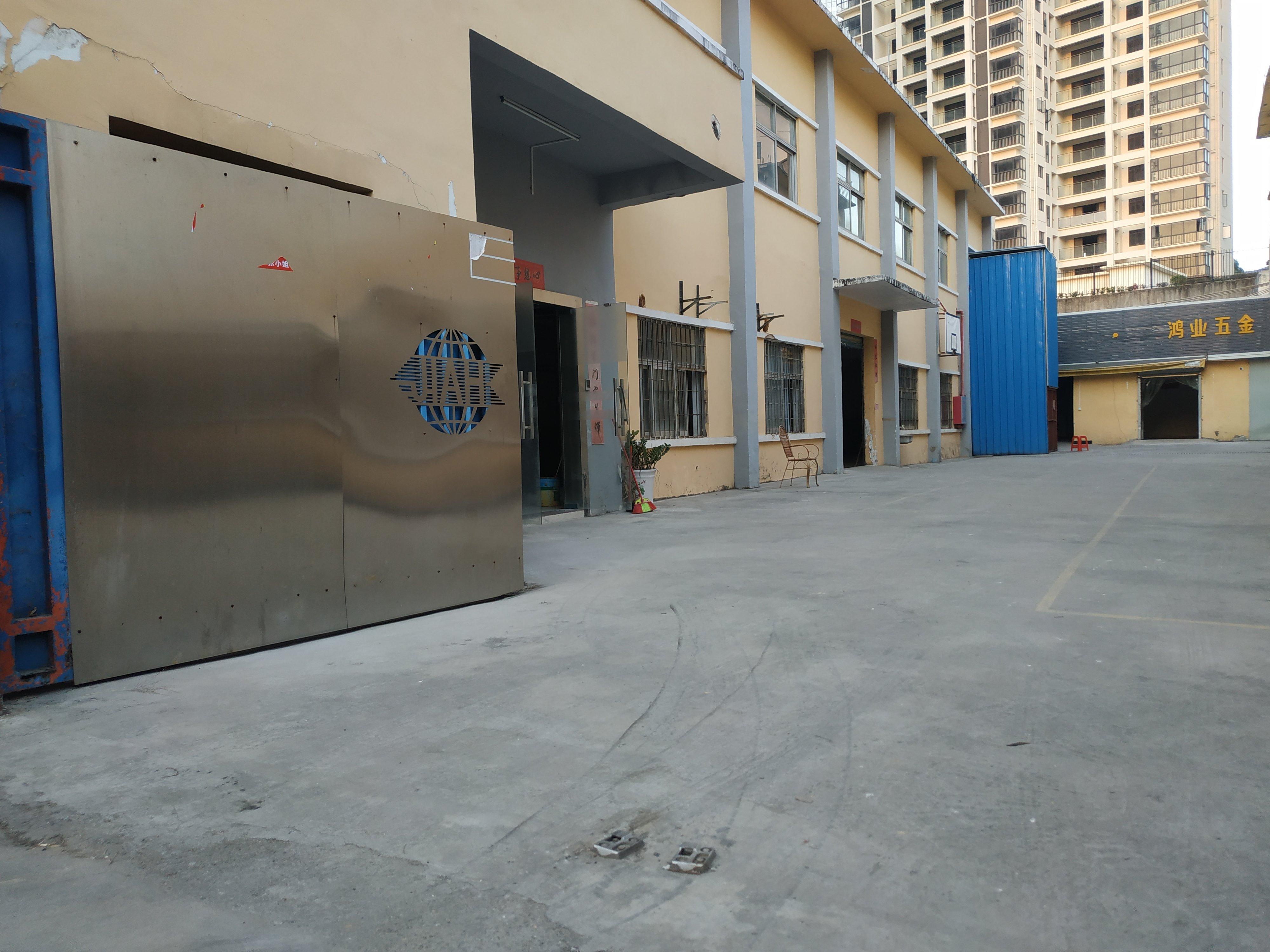 平湖海吉星周边,两层独院厂房出租,1300平方带装修办公室