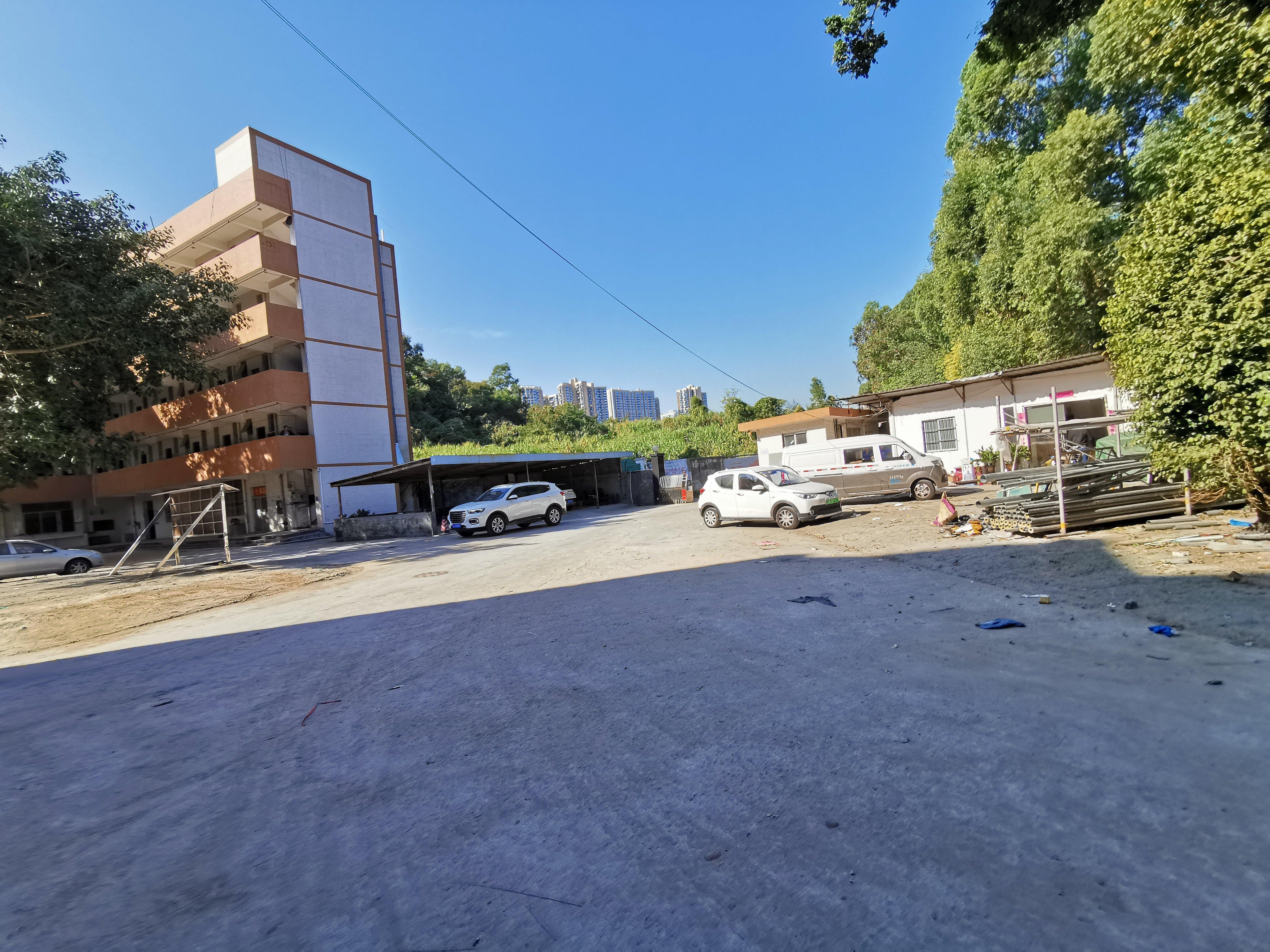 布吉百鸽笼地铁站附近新出独门独院厂房9500平方特价18元出