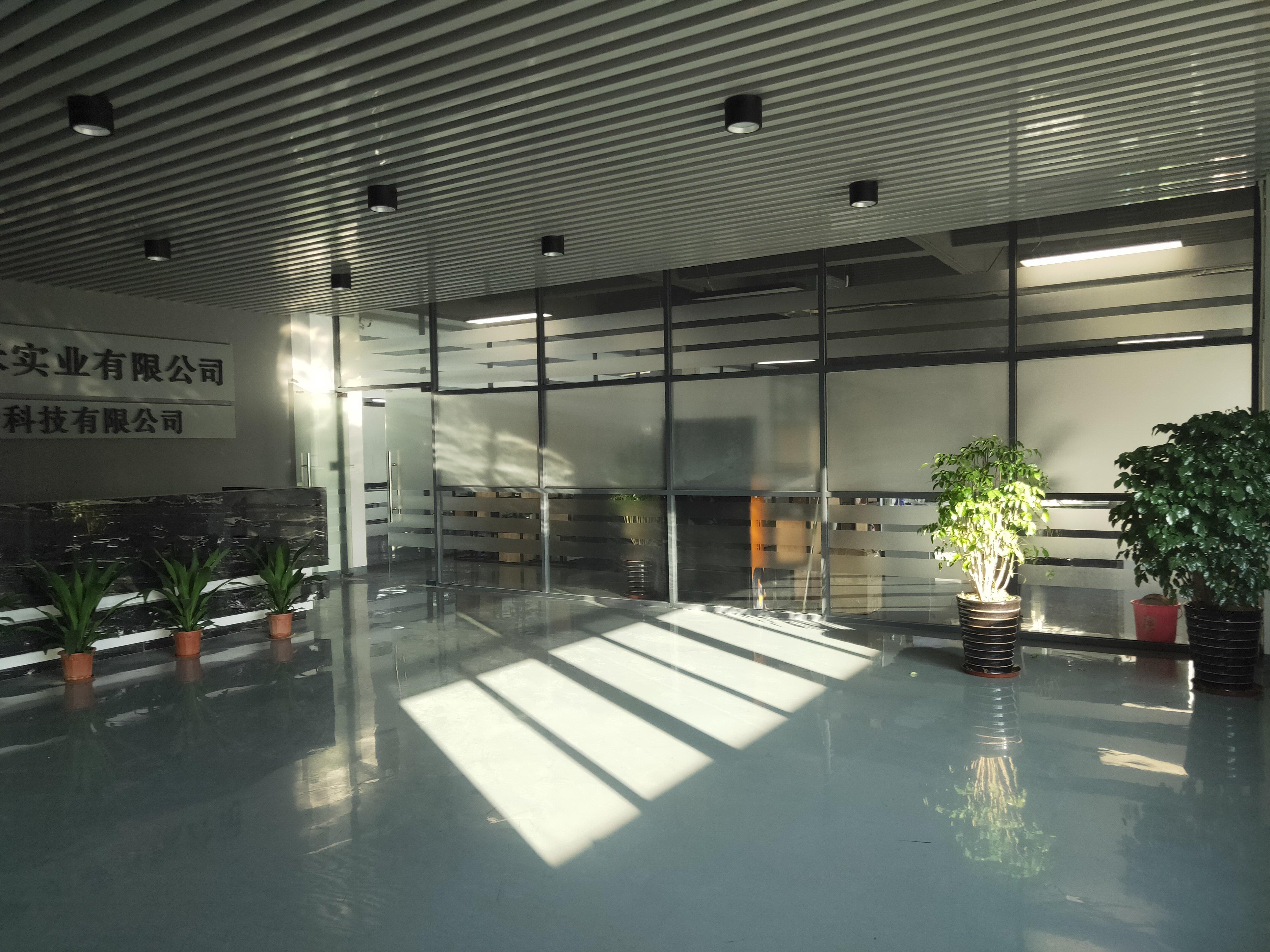 松岗罗田龙大高速出口附近新出: 二楼整层2000平方实际面积