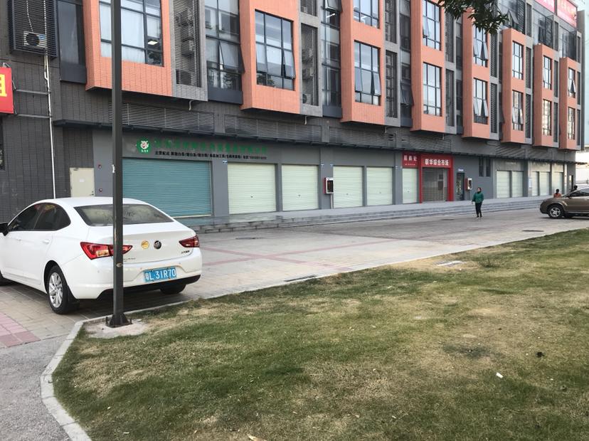 龙华清湖地铁站附近新出一楼3500平面积出租,适合仓库