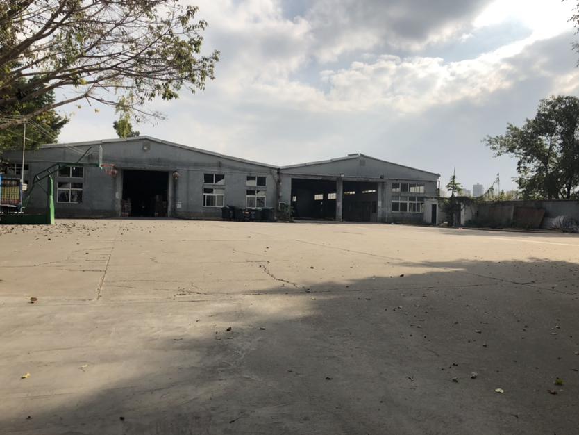 石岩汽车站附近,独院厂房,超大空地一楼铁皮房2000平方厂房