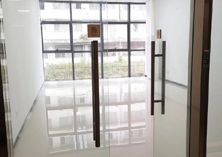 坂田中心区域精装写字楼158平图片2