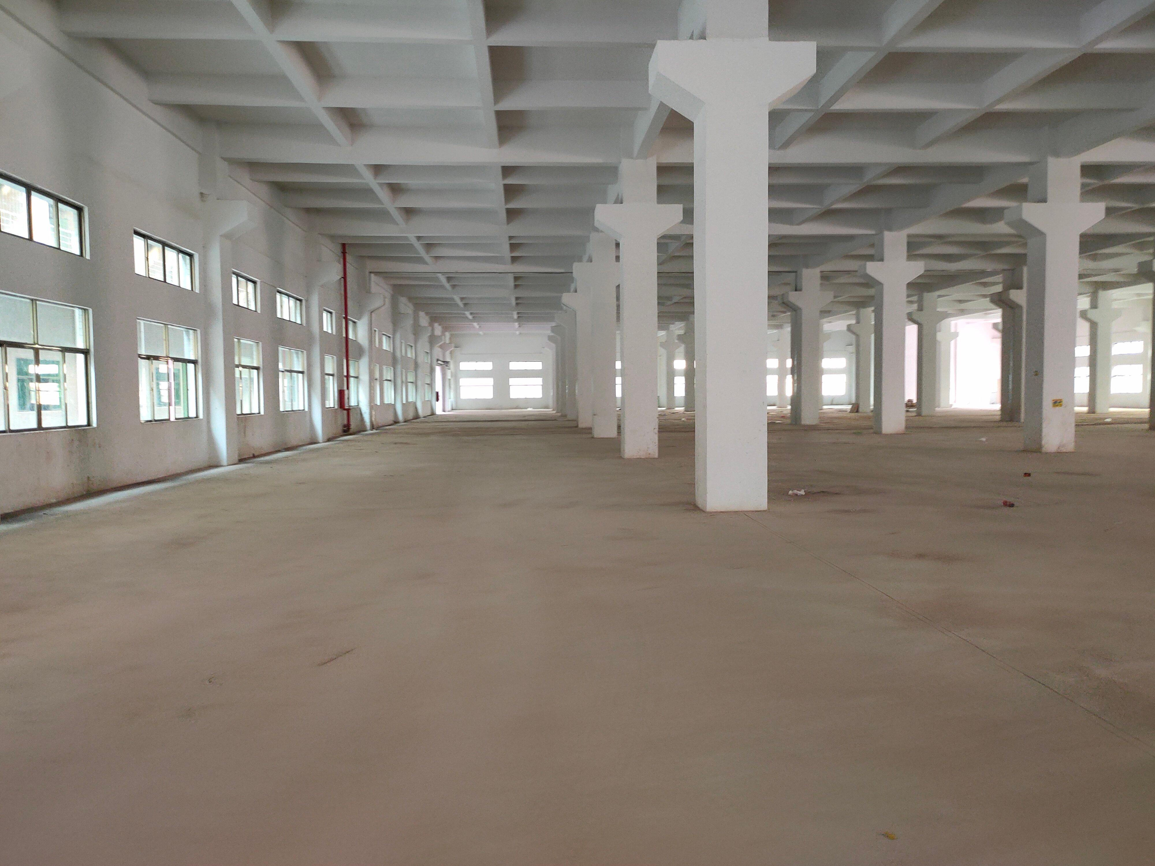 原房东高速路口一楼层高10米标准厂房6500平方米招租