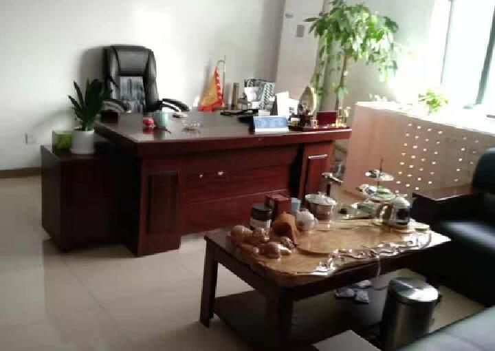 红广宝座170平米精装修带家具出租图片4