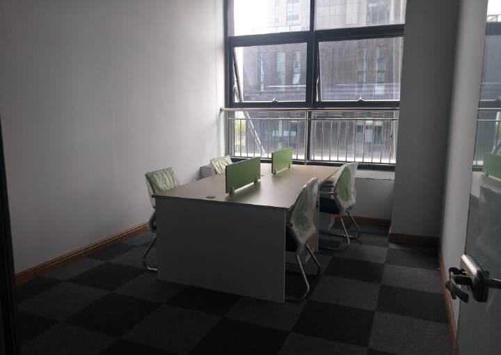 君临国际95至860平米租金90元每月起简装带家具图片1