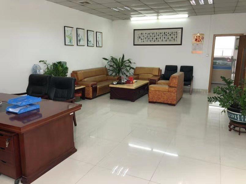 坪地中心村顺风路一楼招租:1560平米,现成办公室