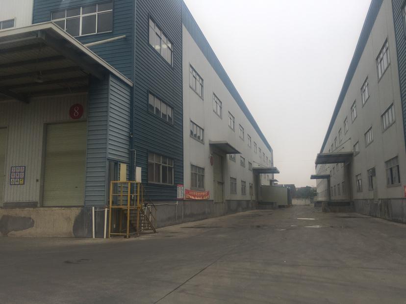 超大型仓库35000平方招租,空地可以停放五十台十七米拖头