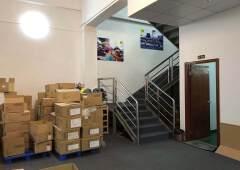 南城白马某科技园新空出一楼临街带复式装修办公室550平方