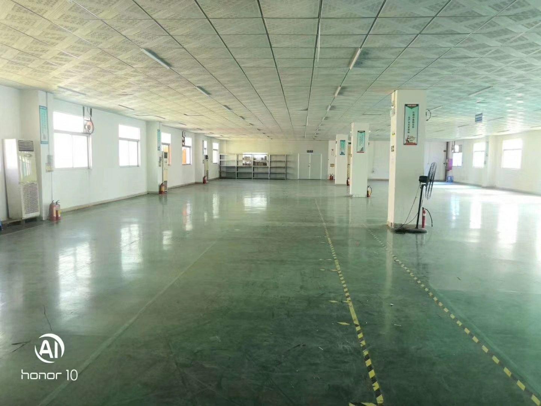 福永地铁口附近新出楼上1500平方厂房招租,带装修,面积实在