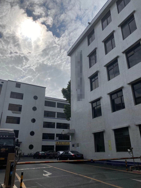 盐田高速路口附近新出楼上400平标准厂房