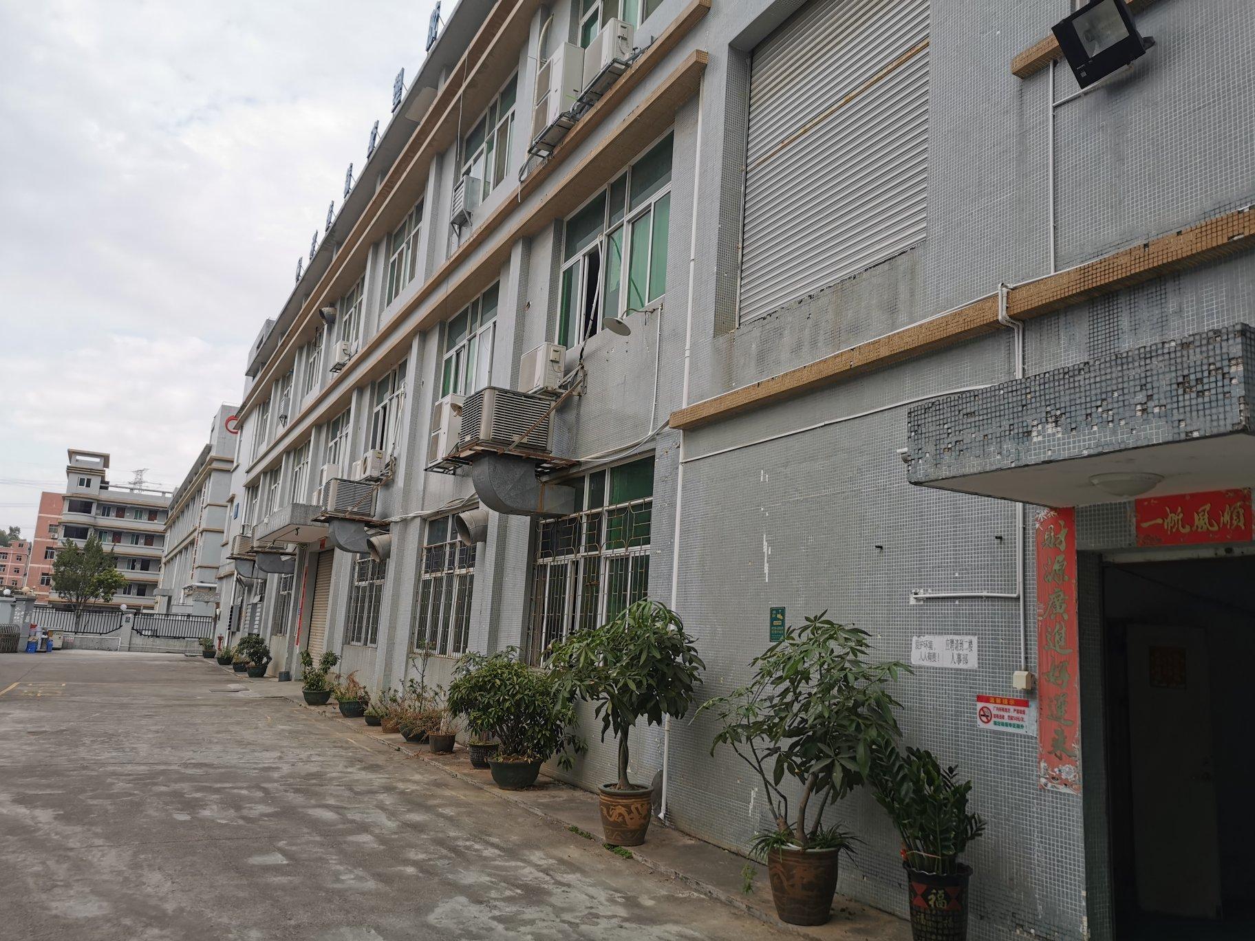 横岗新出二楼原房东现成装修厂房1580平低价出租