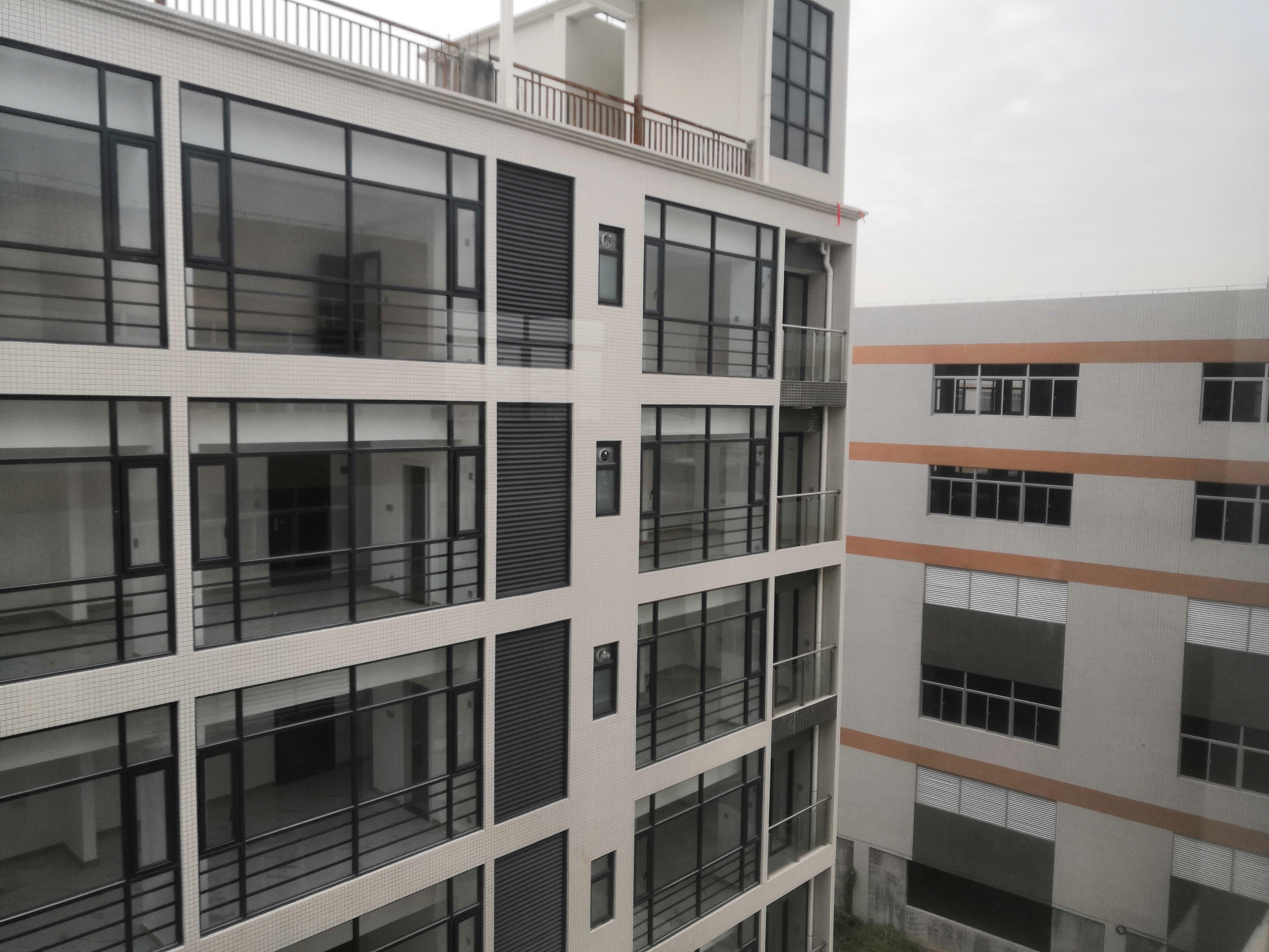 占地30亩建筑25000双证厂房出售