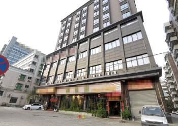 高明区荷城街道商业大楼出租,可做办公、培训、写字楼、网咖。图片1