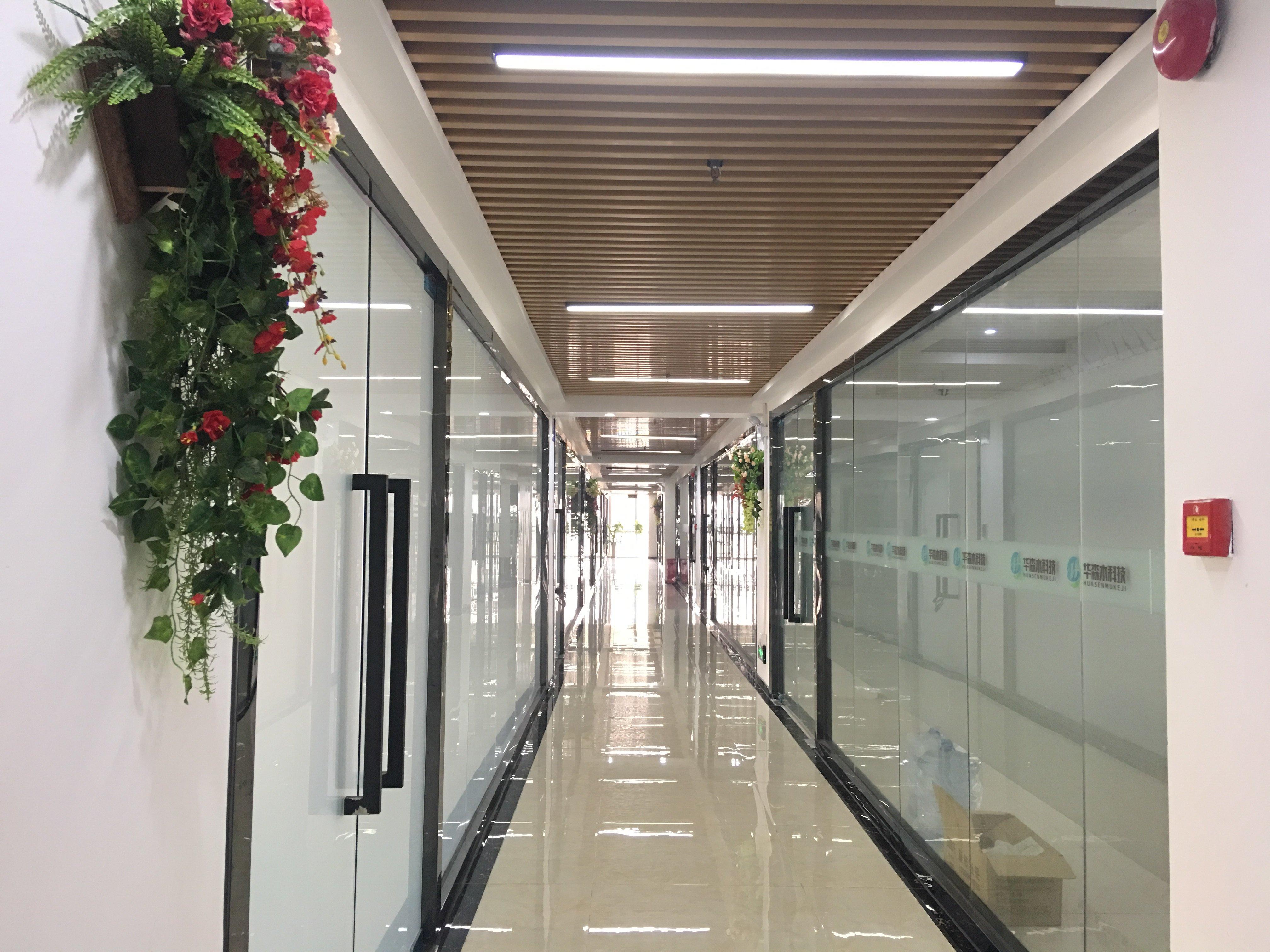 坂田地铁口旁精装修办公室800平可分租使用率高