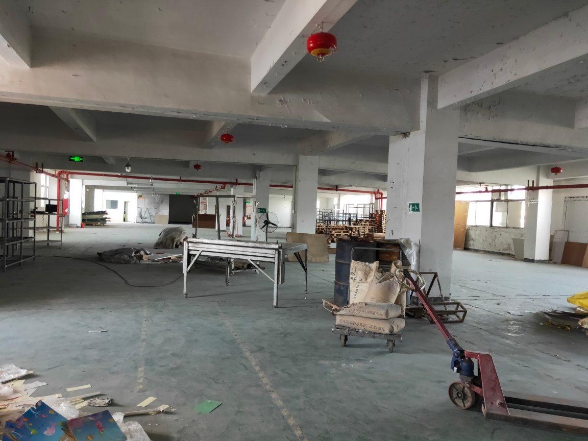 西乡固戍新出楼上独立整层1000平米厂房仓库出租