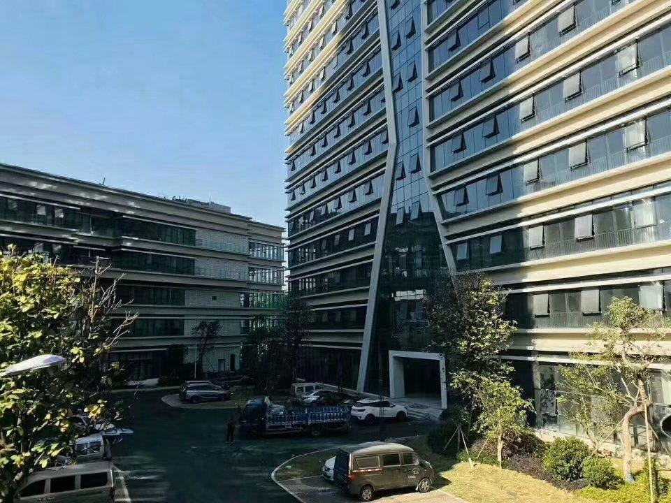 东莞厚街全新花园式国有证红本厂房1000平起售