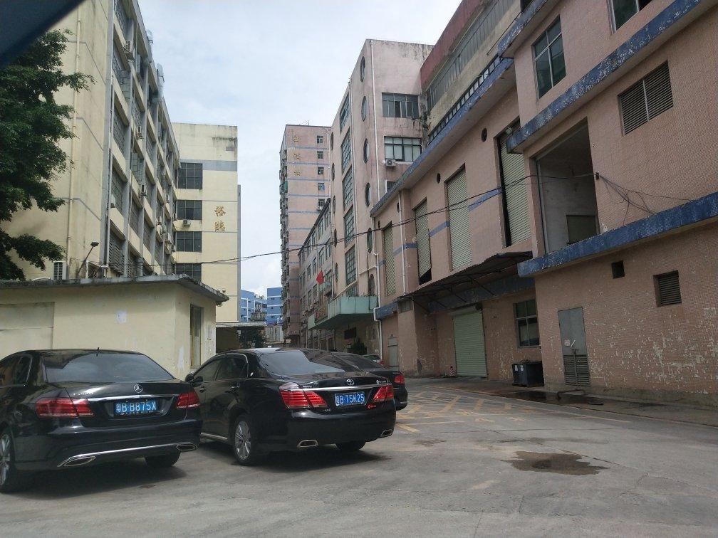 西乡鹤洲高速路口附近新出楼上二楼小面积270平厂房出租