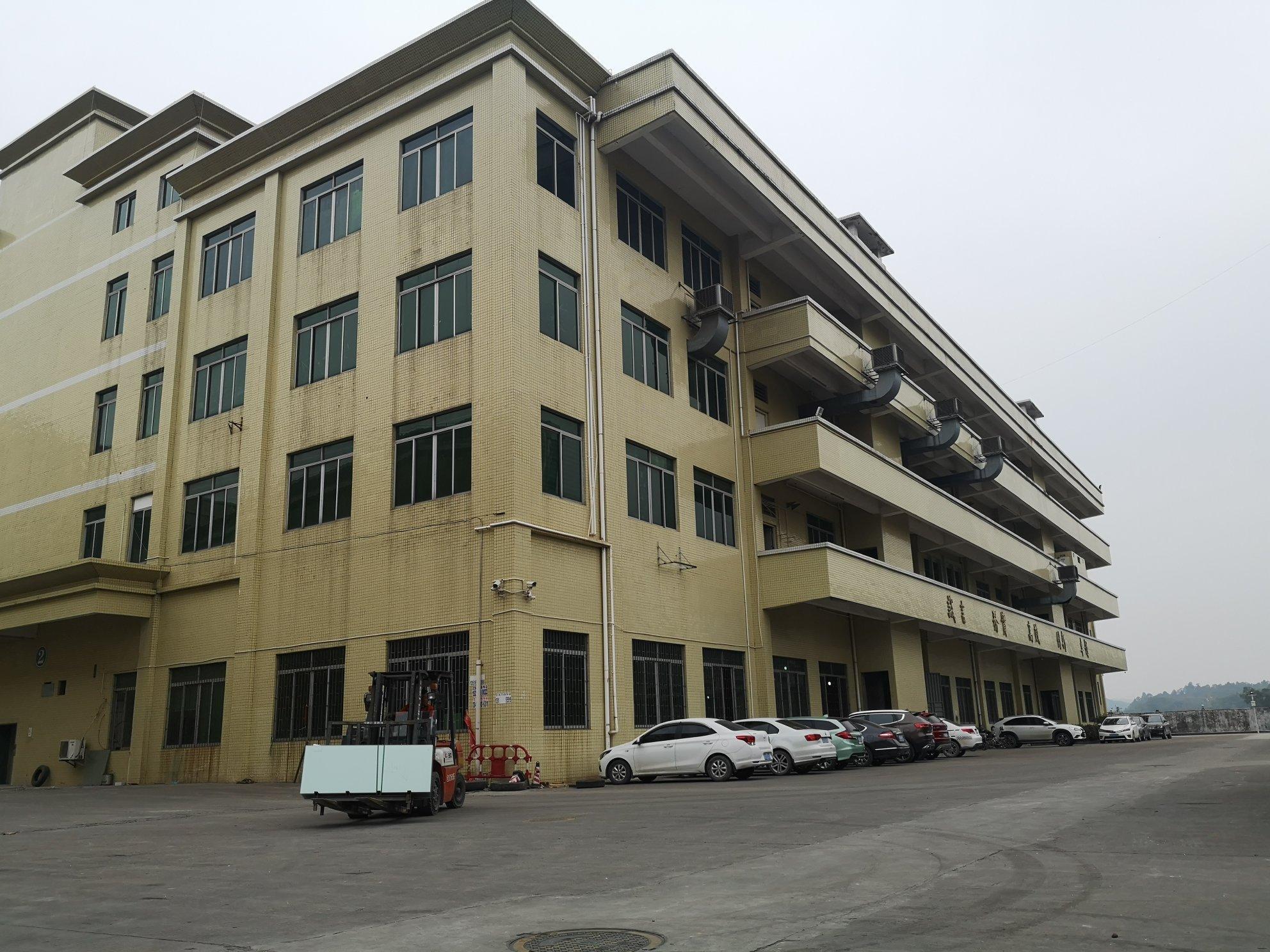 龙岗坪地新出楼上900平方电商仓库厂房可分租可办环评有电梯