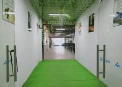 新出楼上800平带精装修办公室出租