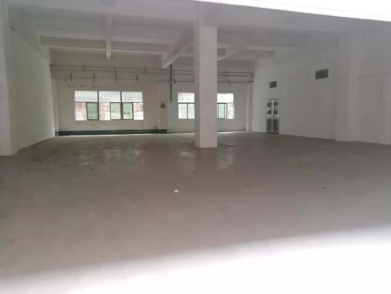 观澜松元轻轨站旁,标准厂房一楼400平出来,适合生产仓库。