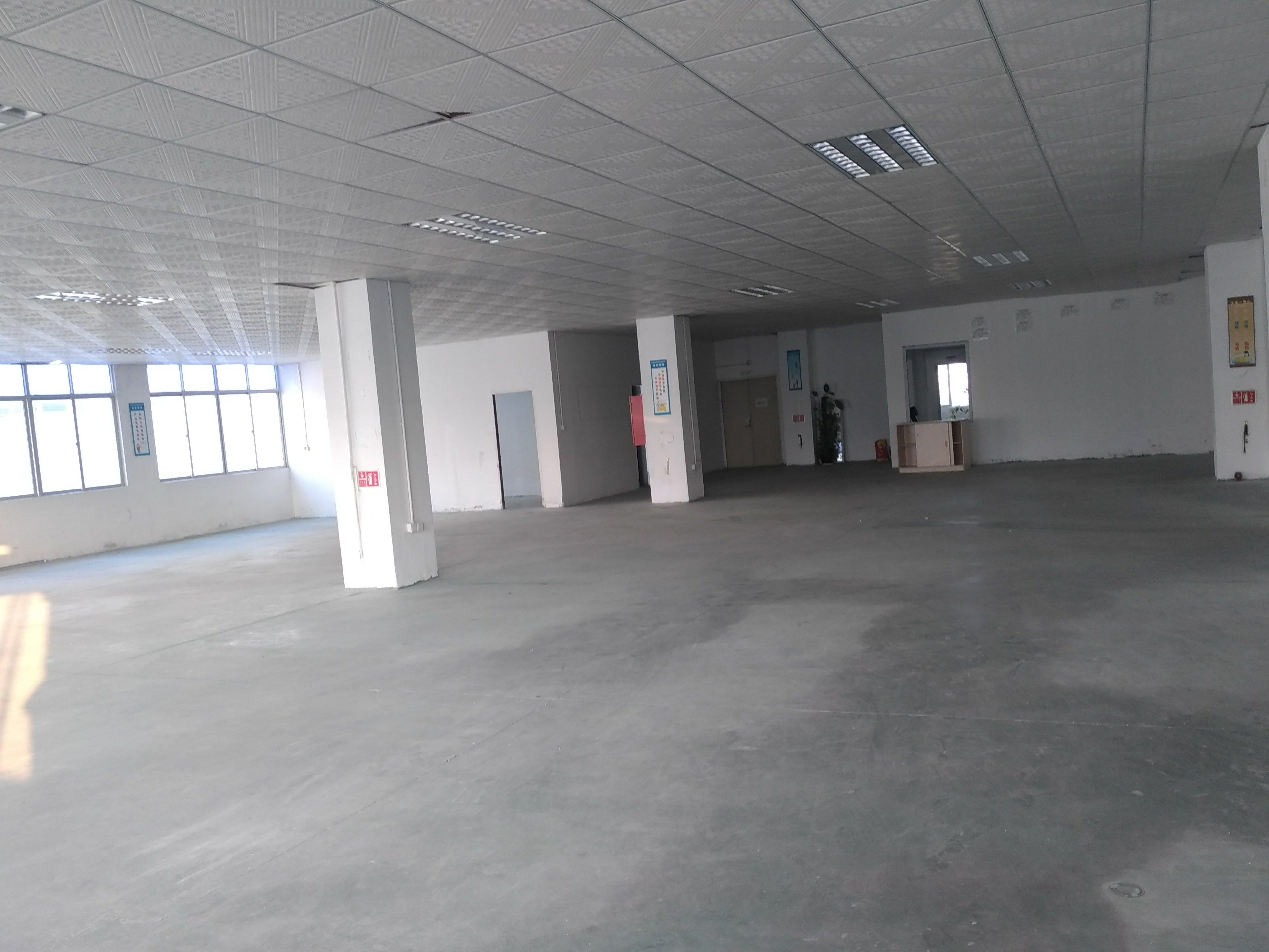 石岩新出3楼带装修办公室厂房580平米招租