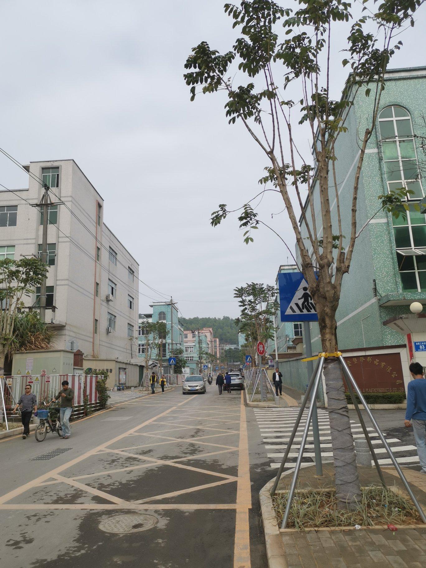 深圳高速路口8200㎡全新装修红本厂房招商,5600万全包