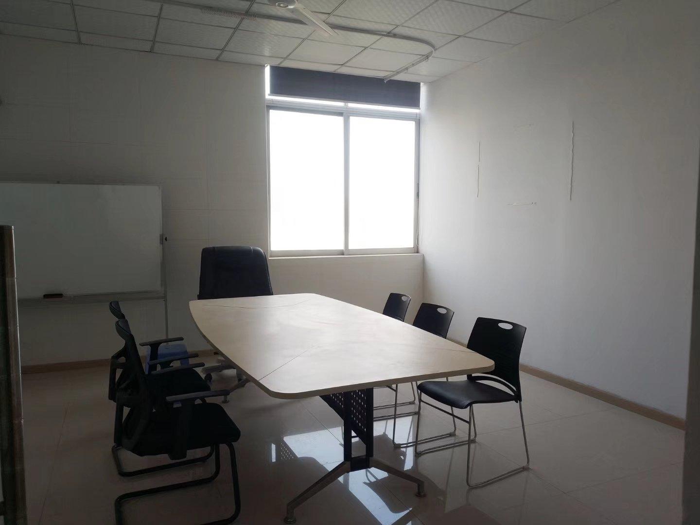 福永凤凰山下楼上500平办公研发,精装修无转让费。