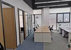 宝安机场附近地铁口精装修办公室出租带家私