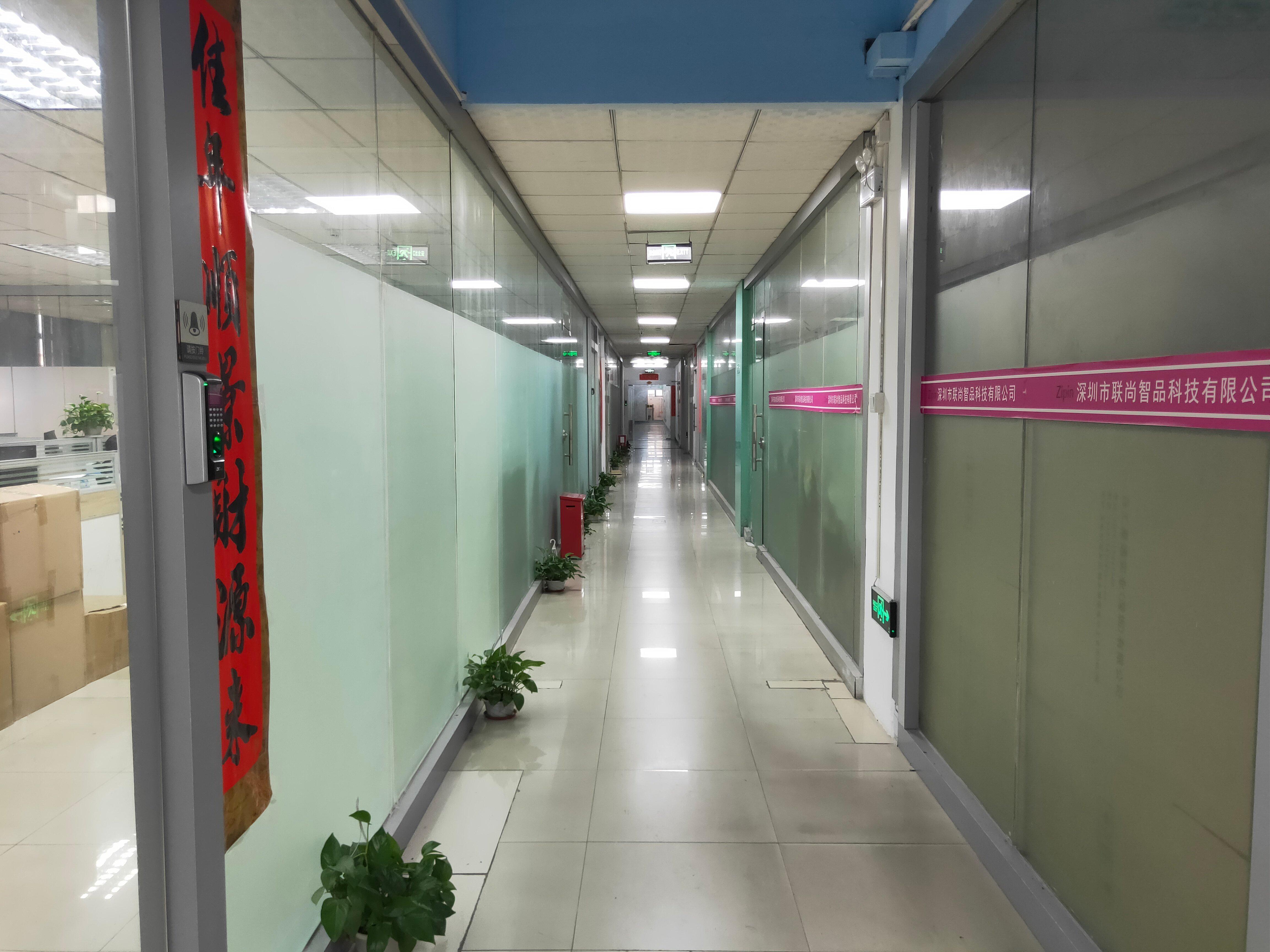 西乡桃源居附近楼上带装修330平米办公,仓库,厂房出租