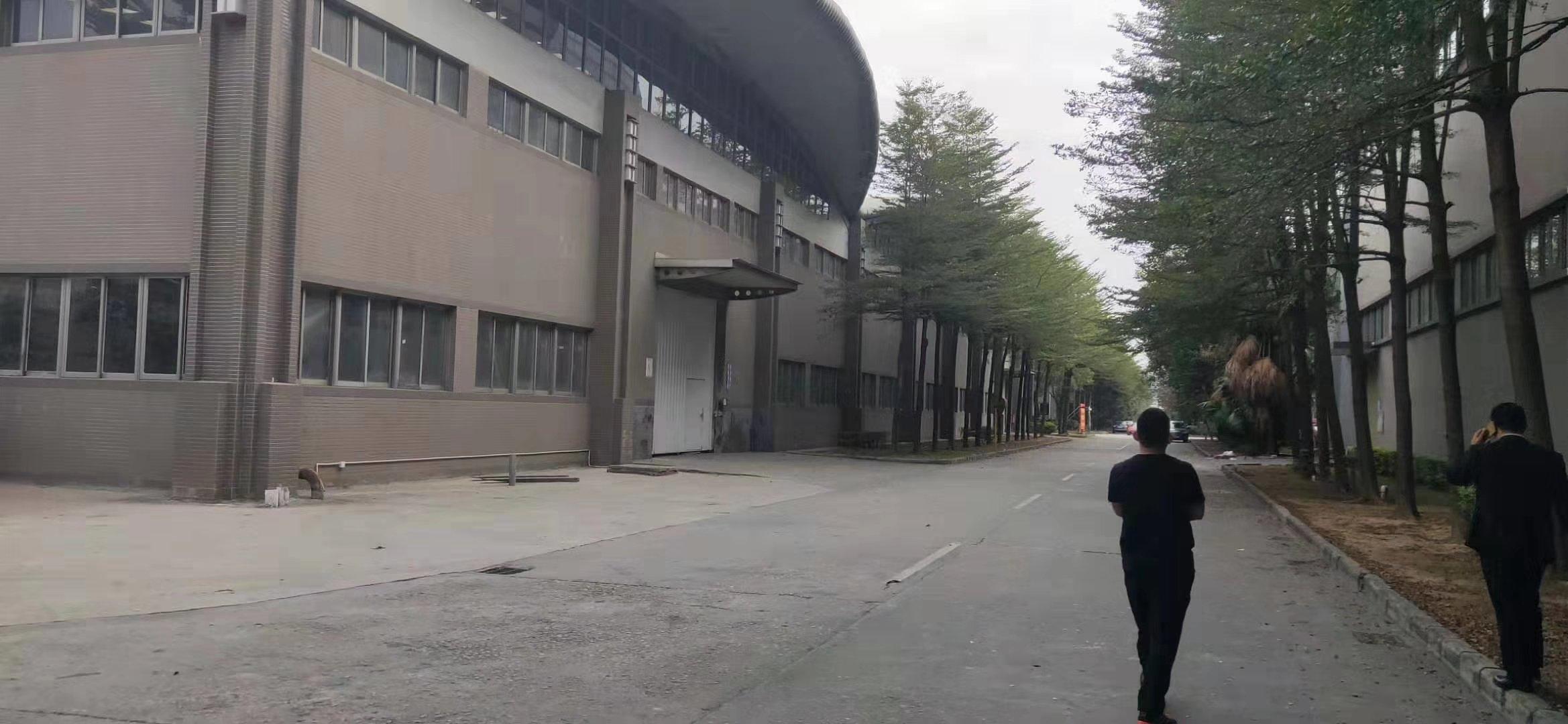 广东东莞市新出原房东实际面积18万平高10米仓库出租。