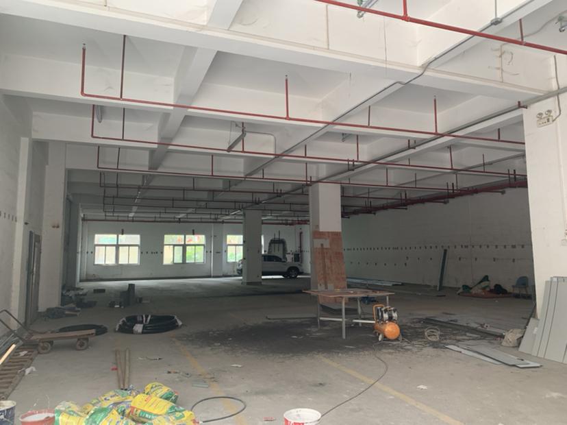 布吉慢城一楼1300平方精装修红本厂房出租,带喷淋!