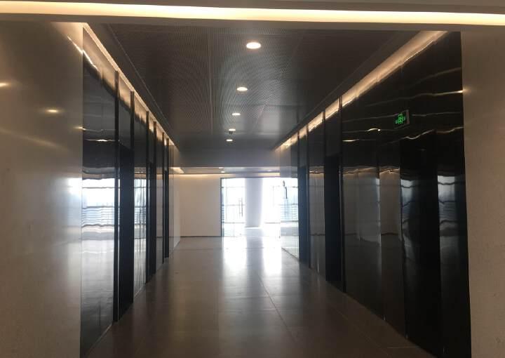 南城CBD级别写字楼全新楼盘500米到地铁口图片1