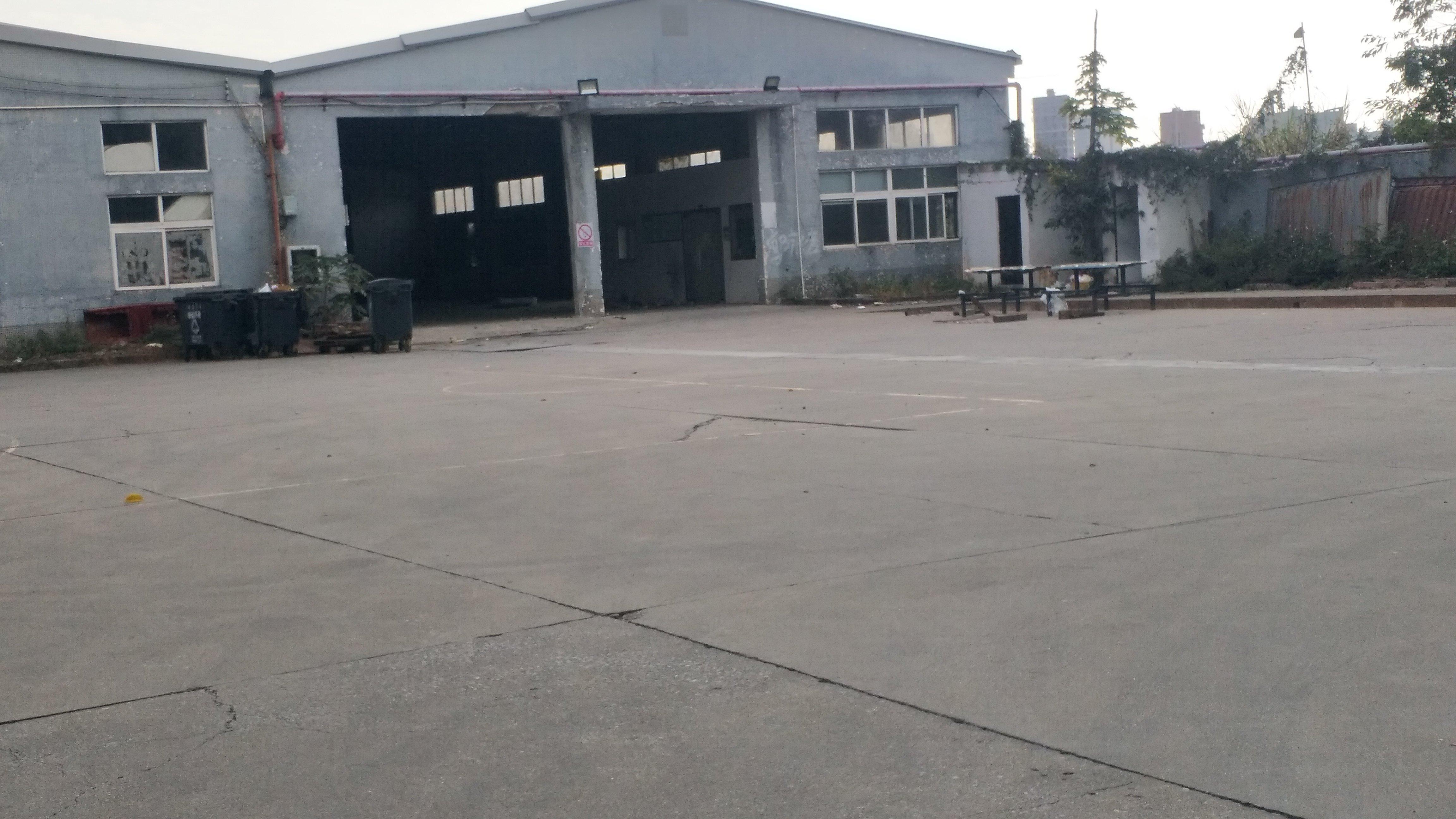 宝安石岩一楼钢构厂房2000平方,空地大,原房东厂房