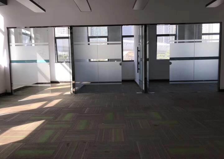 龙华元芬地铁口,小面积办公室图片3