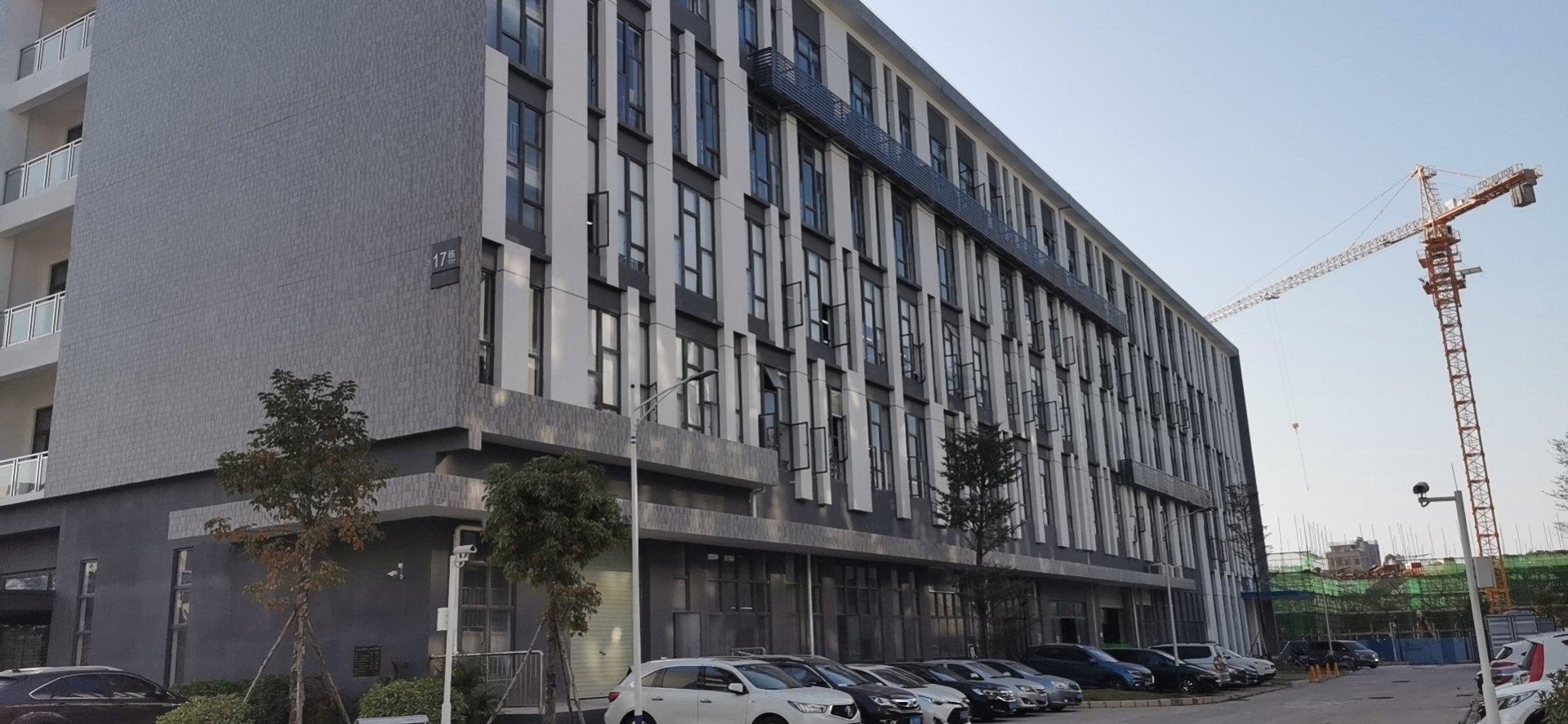 独门独院厂房,厂房三层,宿舍三层,办公楼三层,空地超大。