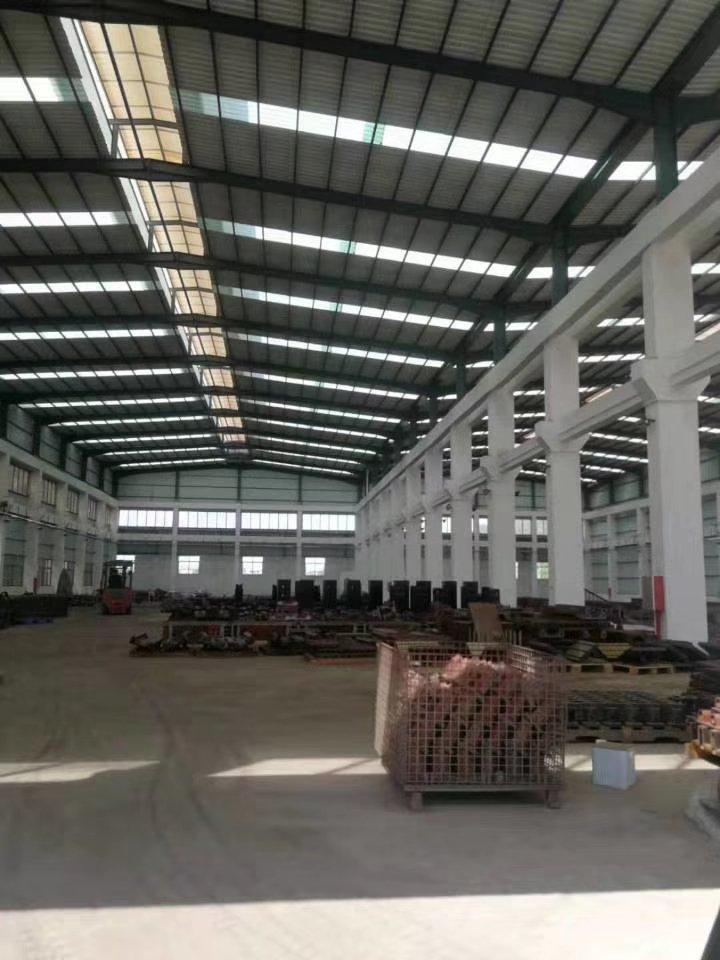 独院钢构厂房,高10米,空地大,大货柜好进出