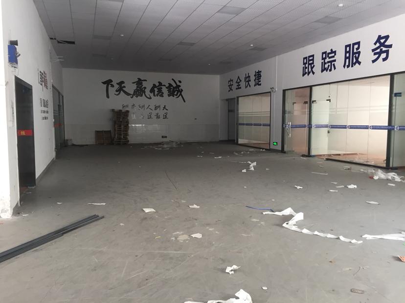 坂田地铁站口附近红本厂房一楼720平