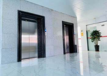 万江全新写字楼中高层四面采光户型方正超佣价出租2100元全包图片2