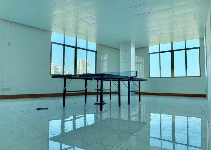 万江全新写字楼中高层四面采光户型方正超佣价出租2100元全包图片1