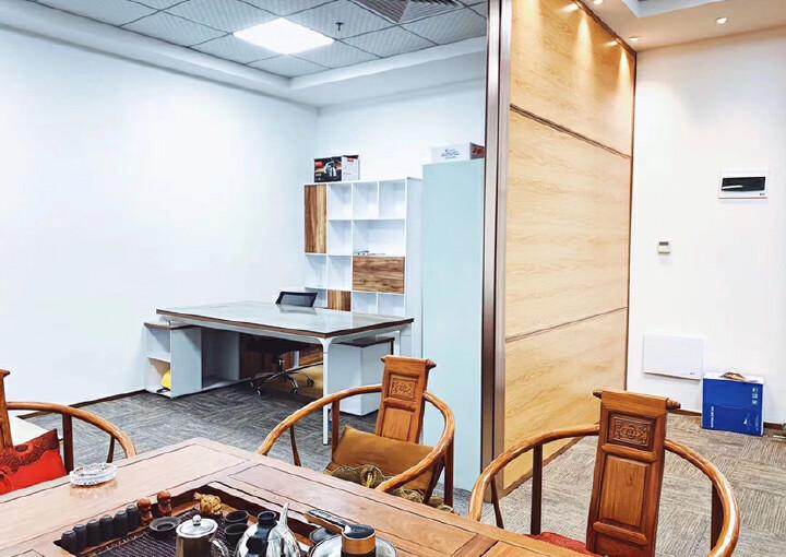 西乡共和工业路甲级写字楼电梯口办公室60平带家私拎包办公图片4