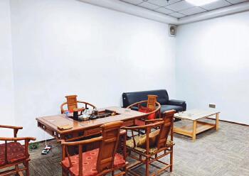 西乡共和工业路甲级写字楼电梯口办公室60平带家私拎包办公图片3