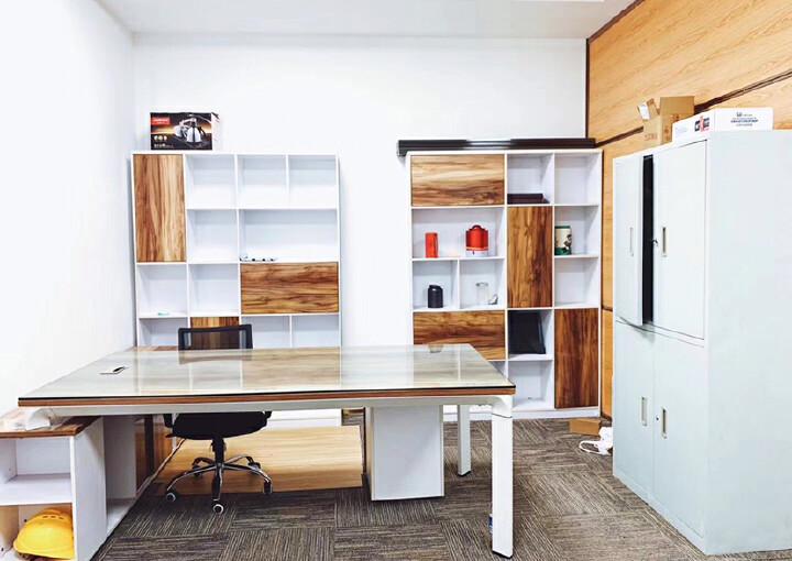 西乡共和工业路甲级写字楼电梯口办公室60平带家私拎包办公图片2