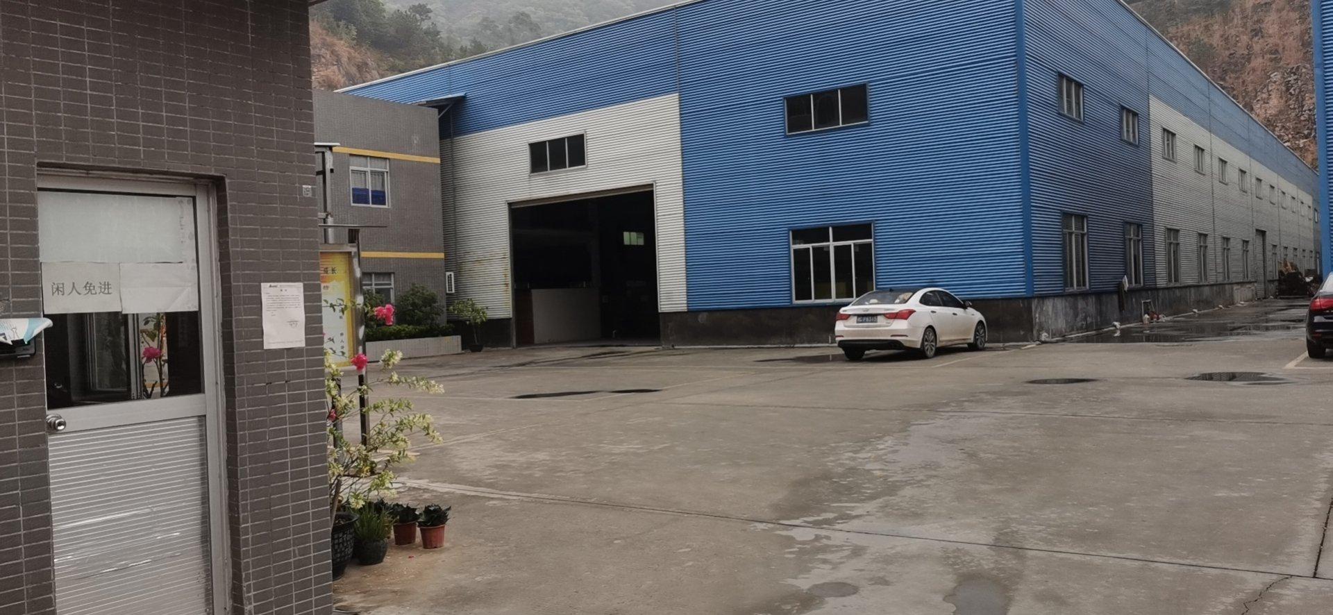 两栋单一层滴水10米钢构厂房。