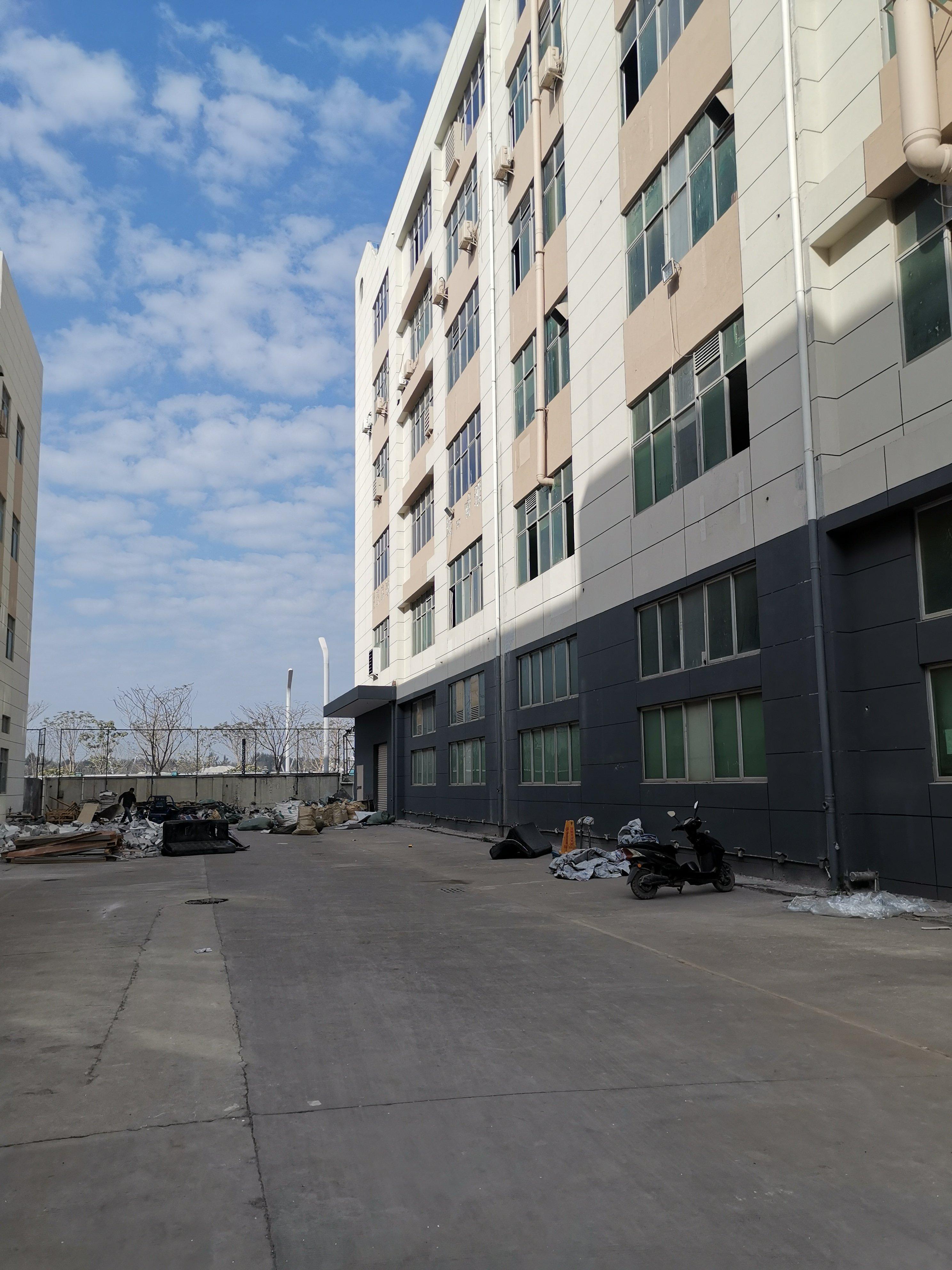 福永凤凰二楼带装修厂房带红本1200平方出租