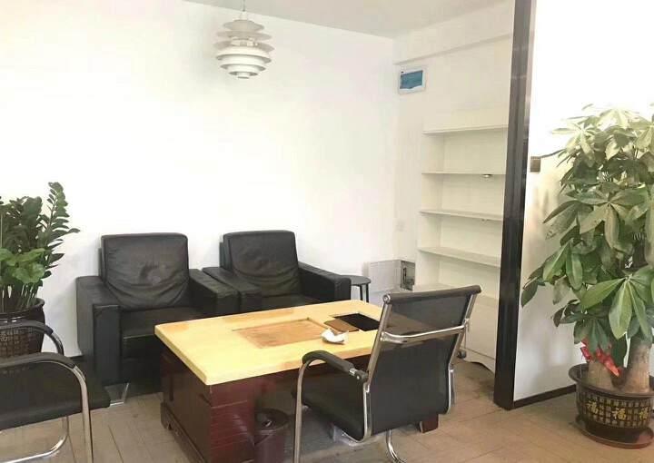 深圳龙华清湖地铁站附近新出精装配家私办公室245平出租图片7