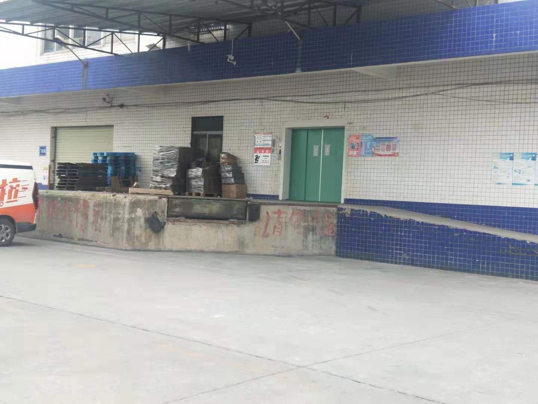 观澜新田工业园厂房一楼出租,生产仓库均可,空地大形象好。