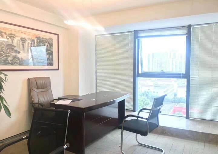 深圳龙华清湖地铁站附近新出精装配家私办公室245平出租图片8